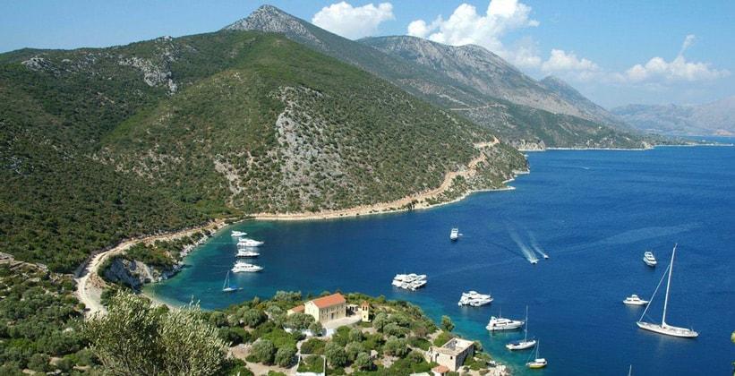 Горный остров Каламос в Греции