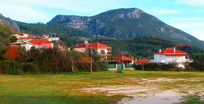 Деревня Камарина в Греции