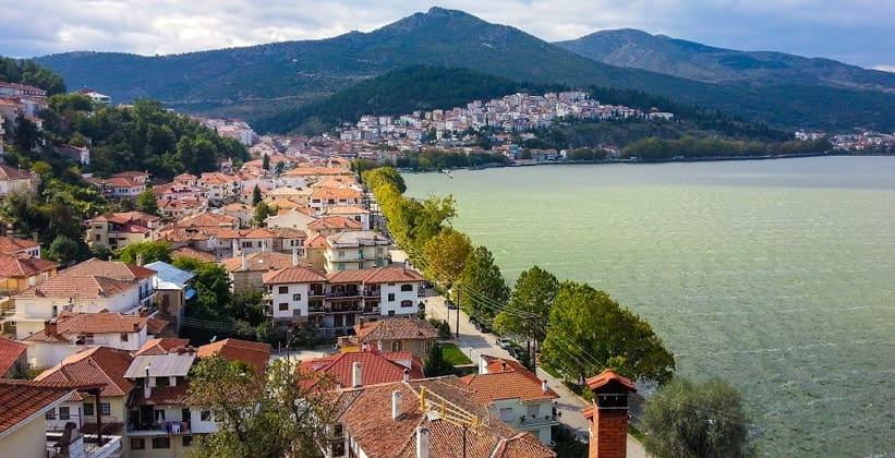 Курортный городок Кастория в Греции