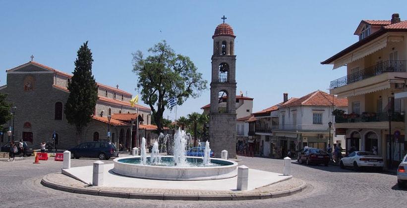 Городок Литохоро в Греции