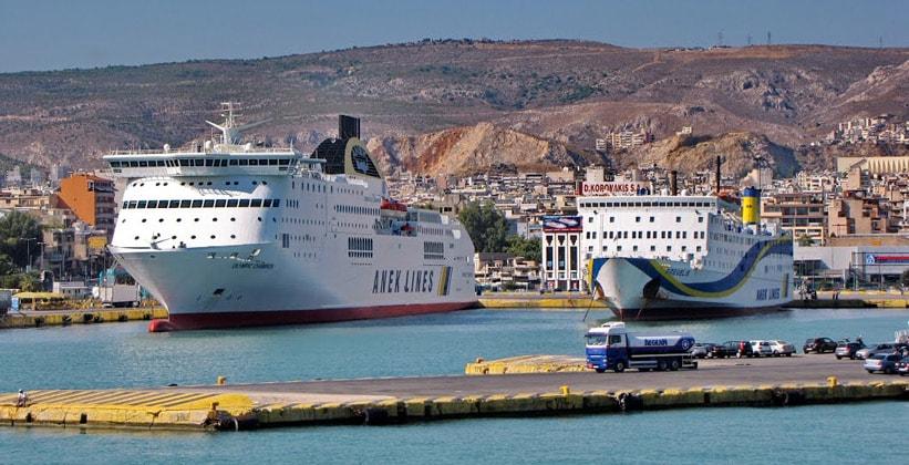 Порт Пирей в Греции
