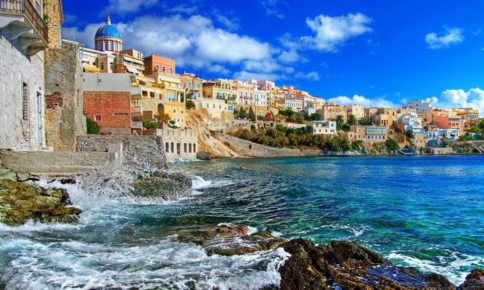 Прибрежная часть Афин в Греции
