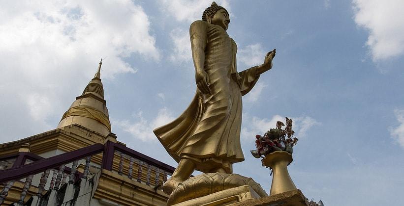 Статуя Будды в окрестностях Ранонга (Таиланд)