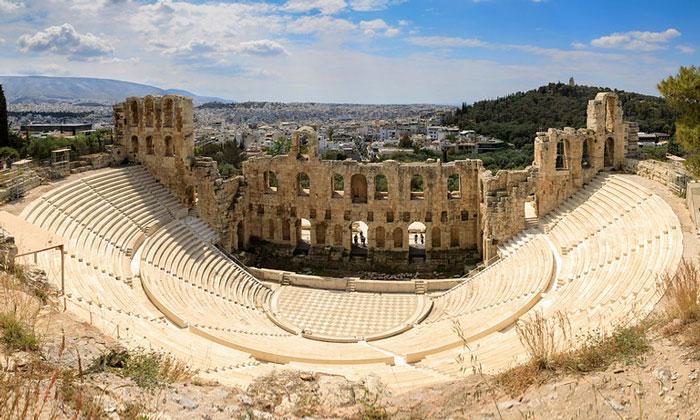 Остатки театра Герода Аттика в Акрополе