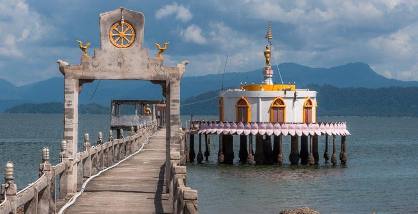 Экстравагантный храм на острове Ко Паям (Таиланд)