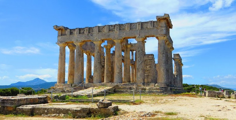 Остатки храма Афайи в Греции