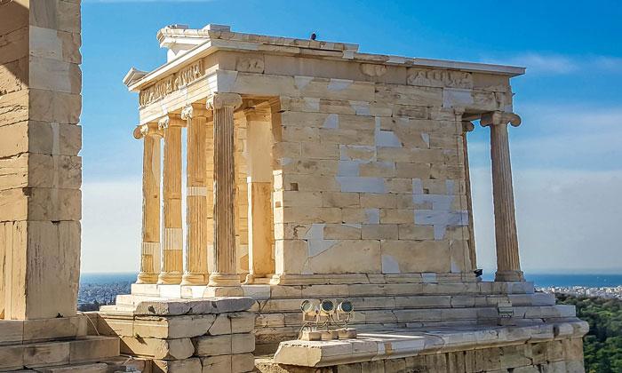 Вид храма Ники Аптерос в Акрополе