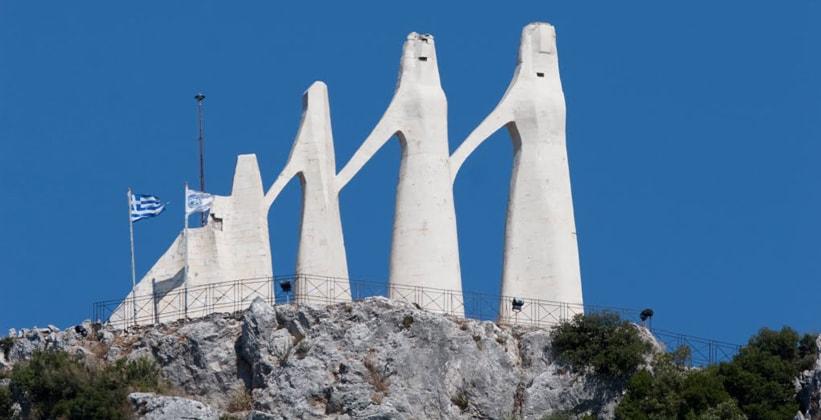 Памятник Залонго в Греции
