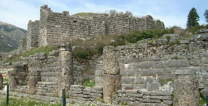 Руины дома собраний в Додони
