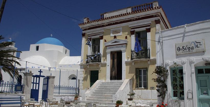 Экстравагантное здание на острове Серифос (Греция)