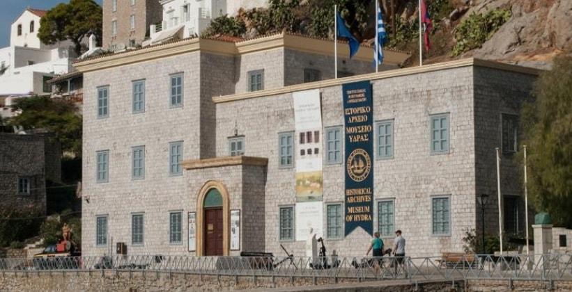 Историко-архивный музей в городе Идра (Греция)