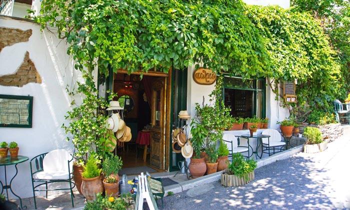 Кафе «Aithrio at Yedikule» в Салониках