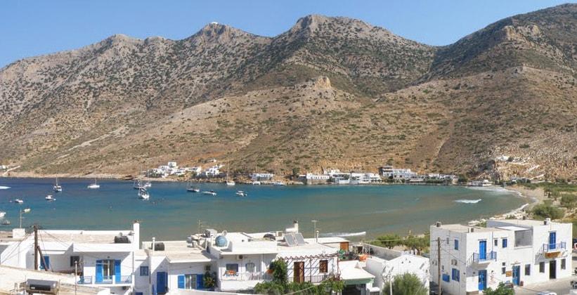 Порт Камарес на острове Сифнос (Греция)