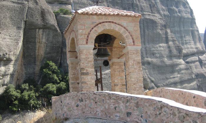 Колокольня монастыря Святого Николая Анапавсаса в Греции