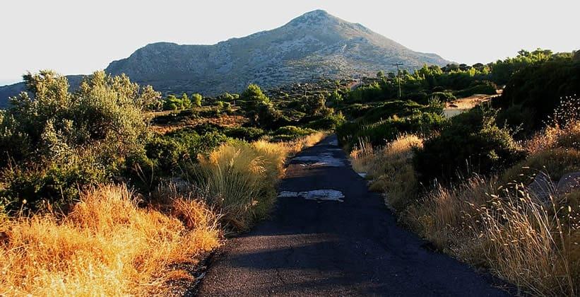 Гора Орос на острове Эгина (Греция)