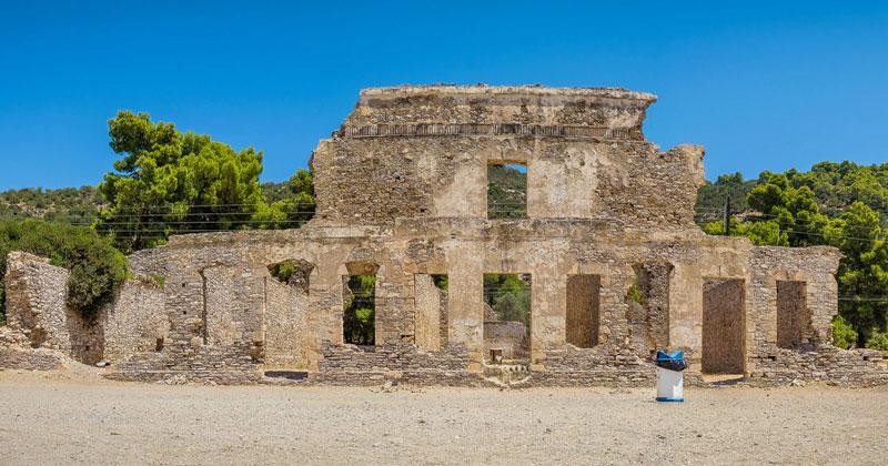 Руины древнерусской военной базы на острове Порос