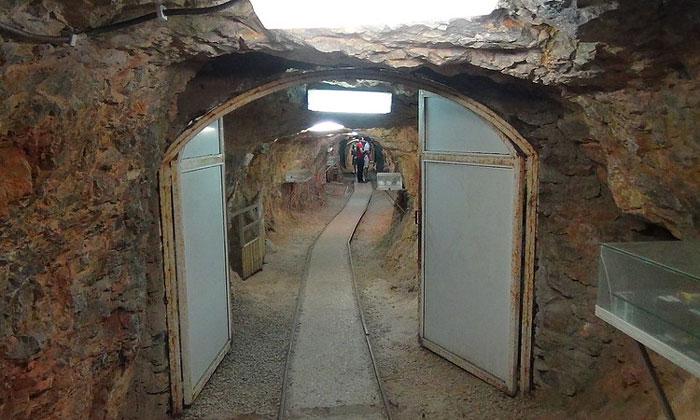 Петралонская пещера в Греции