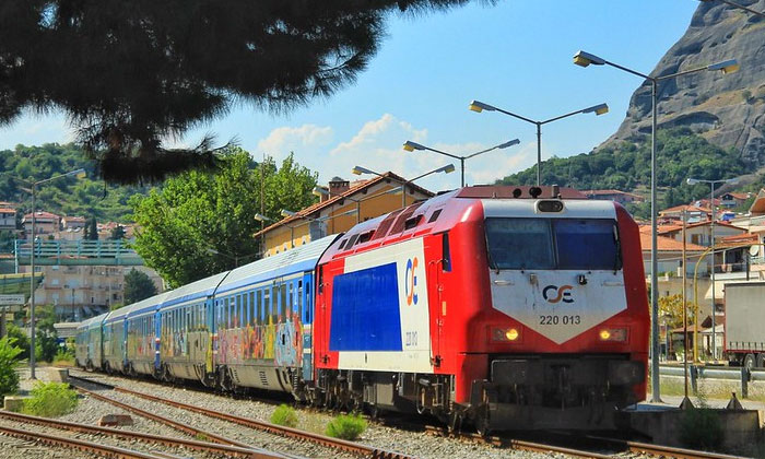 Поезд Афины-Каламбака в Греции