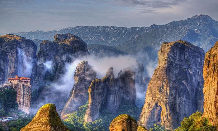 Утренний туман Метеор в Греции