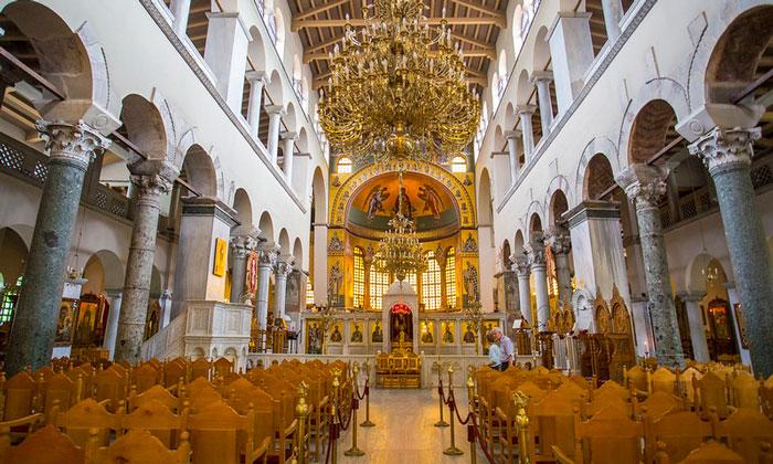 Внутри базилики Святого Димитрия в Салониках
