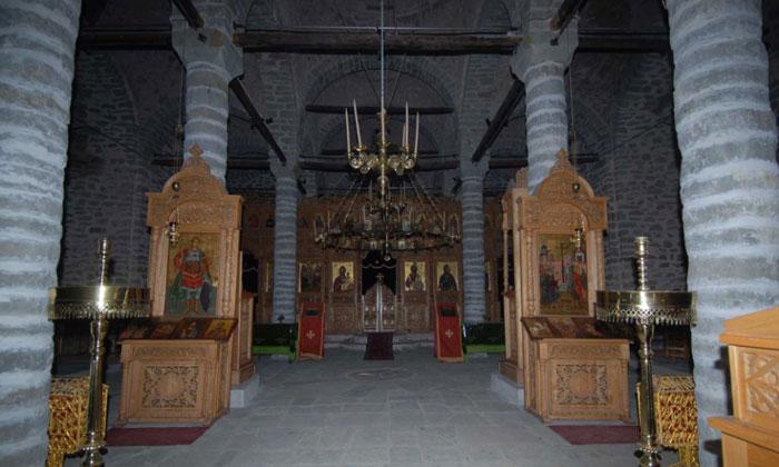 Внутри церкви Тимиу Ставру в Греции