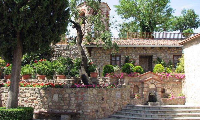 Внутри монастыря Мегала Метеора в Греции