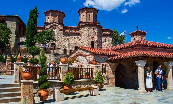 Внутри монастыря Святого Варлаама в Греции