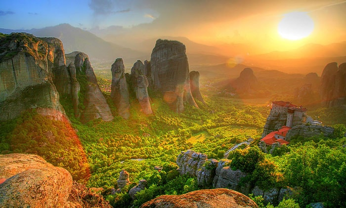 Закат в долине Метеор Греции