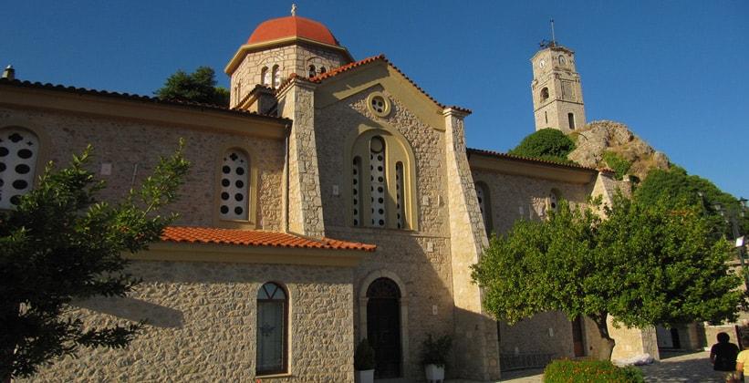 Церковь в городе Арахова (Греция)
