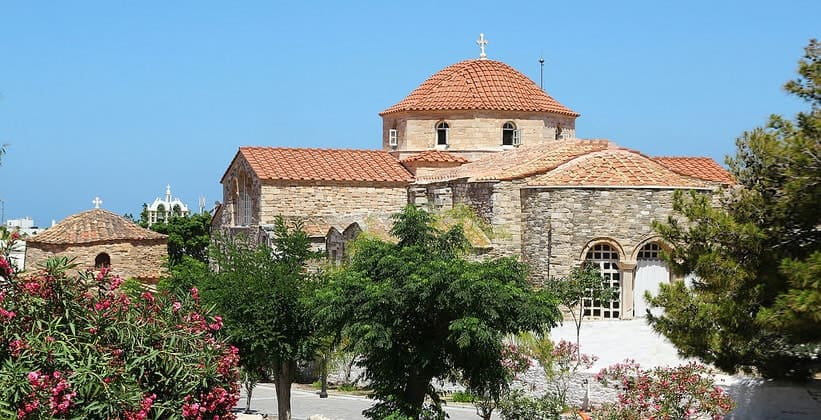 Церковь Богородицы Стовратной в городе Парикия (Греция)