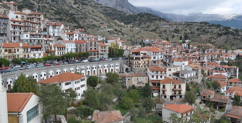 Город Арахова в Греции