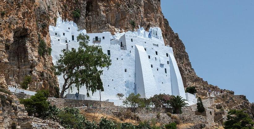 Монастырь Хозовьотиссас на острове Аморгос (Греция)