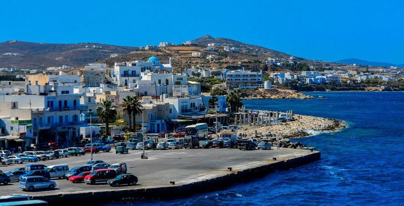 Город-порт Парикия на острове Парос (Греция)