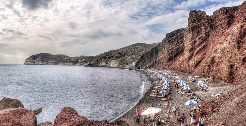 Красный пляж на острове Санторини (Греция)