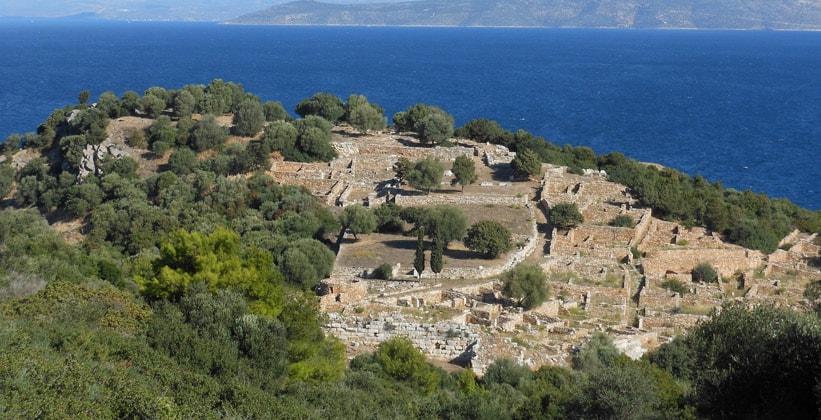 Руины древнего города Рамнус в Греции