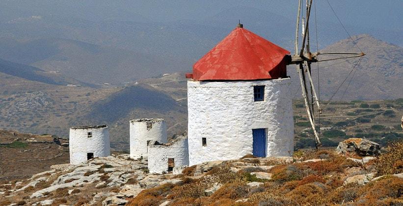 Остатки ветряных мельниц на острове Аморгос (Греция)