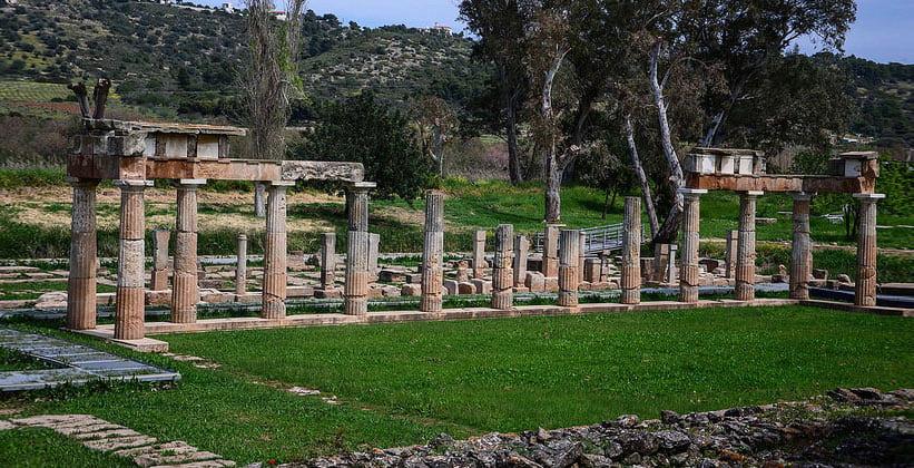 Остатки храма Артемиды в Вравроне (Греция)