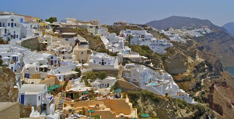 Городок Ия на острове Санторини (Греция)