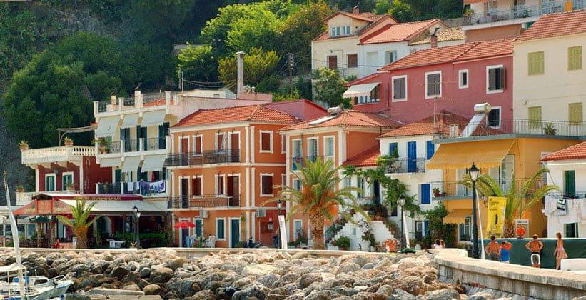 Классические дома города Парга (Греция)
