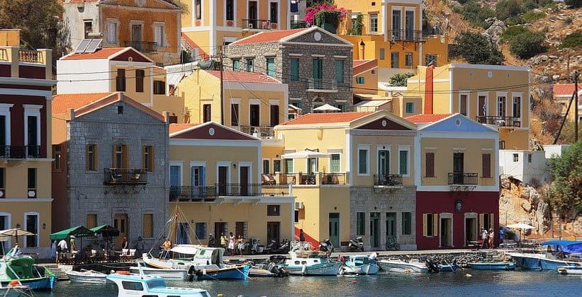 Классические строения в городе Сими (Греция)