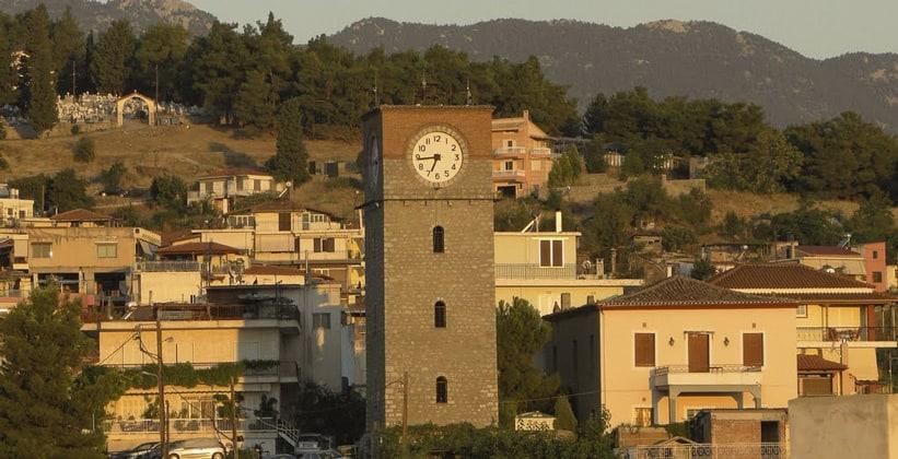 Часовая башня в городе Ливадия
