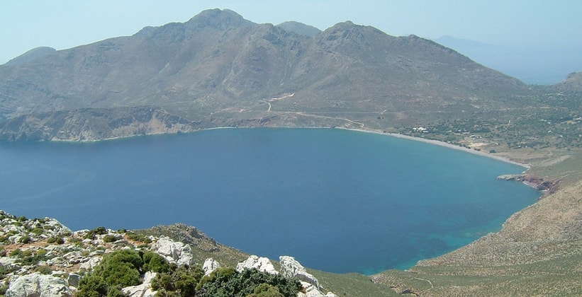 Залив Эристос на острове Тилос (Греция)