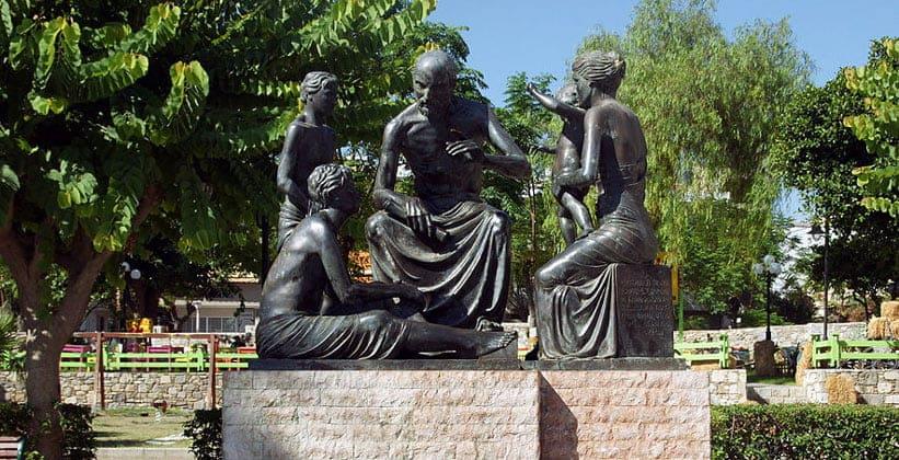 Памятник Гиппократа на острове Кос (Греция)