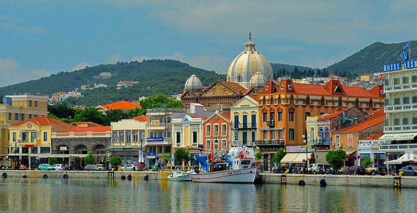 Город Митилини на острове Лесбос (Греция)