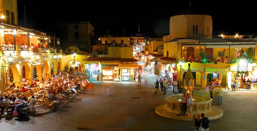 Ночной город Родос (Греция)