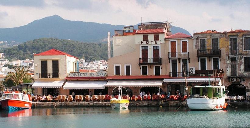 Припортовый отель в городе Ретимно (Греция)