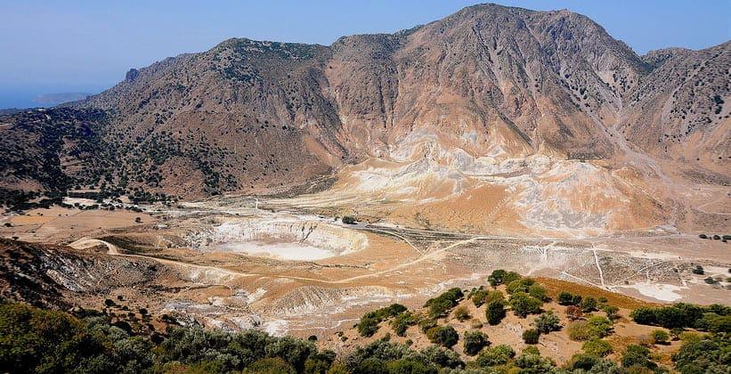 Вулканический кратер Стефанос на острове Нисирос (Греция)