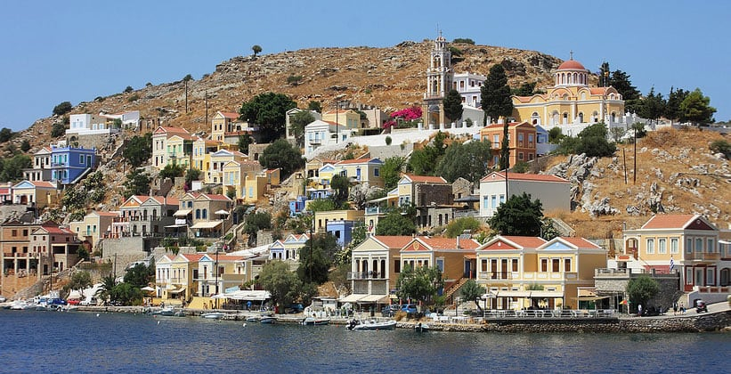 Город Сими в Греции