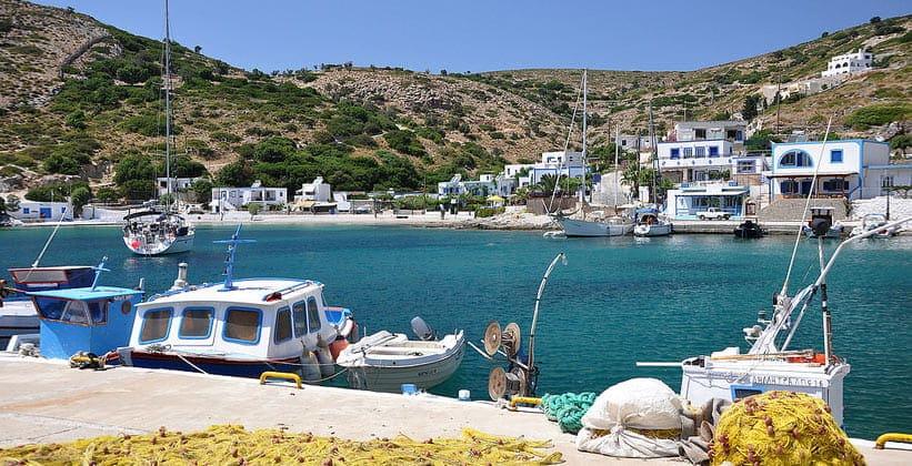 Небольшой островок Агатониси в Греции