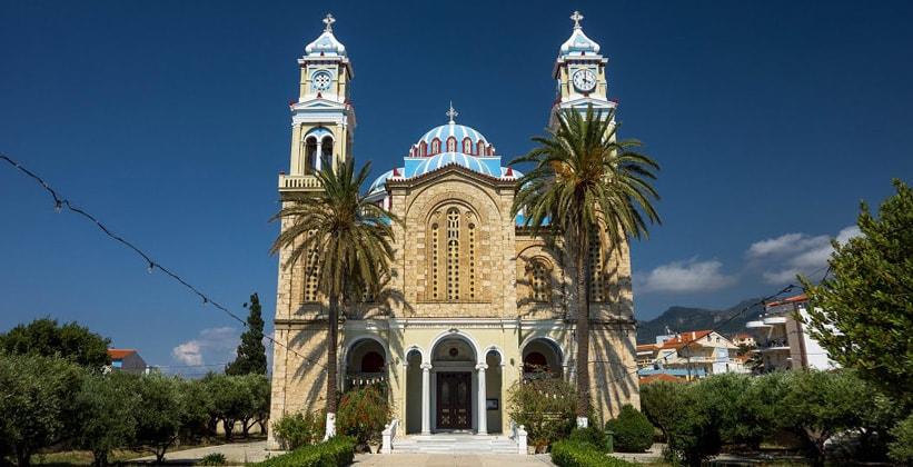 Церковь Святого Николая в городе Карловаси (Греция)